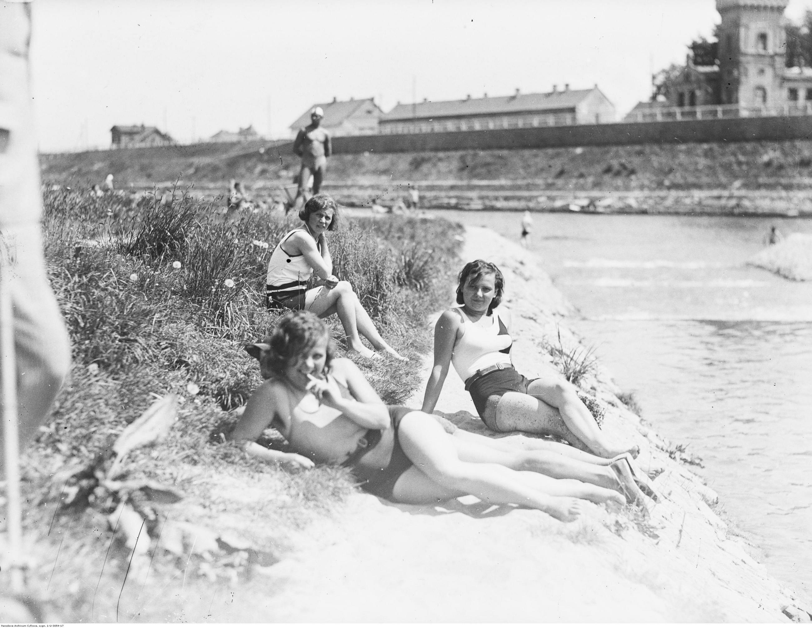 Kraków, 1931 r. Plaża Towarzystwa Uniwersytetu Robotniczego w Krakowie.